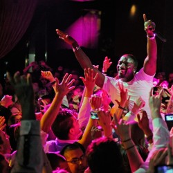 LAS VEGAS, NV - SEPTEMBER 03:  Recording artist Akon performs at the Chateau Nightclub
